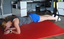 Das Brett - der ganze Körper steht unter Spannung, Bauch- und Lendenmuskulatur